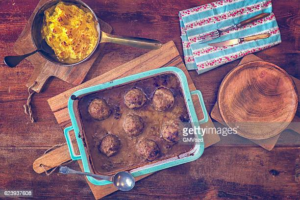 Roasted Meatballs with Beer Sauce and Mashed Potatoes