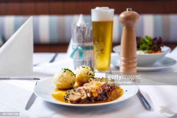 roasted pork with dumplings and sauce served with beer - オーストリア文化 ストックフォトと画像