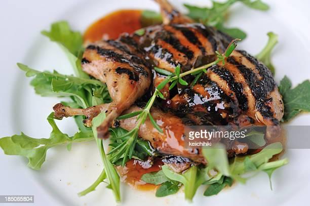 roasted quail - course meal stockfoto's en -beelden