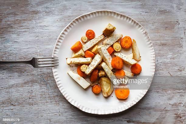 roasted root vegetable, carrot, parsnip and celeriac - celeriac - fotografias e filmes do acervo
