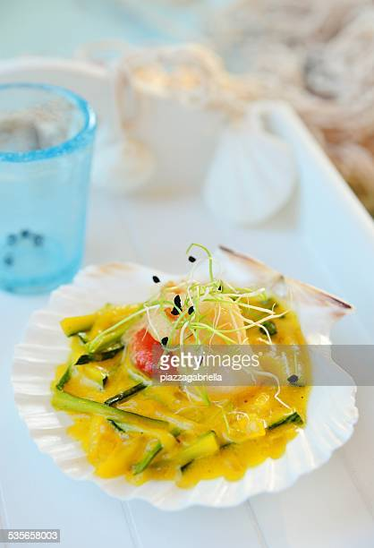 Roasted scallop with courgette and saffron cream sauce