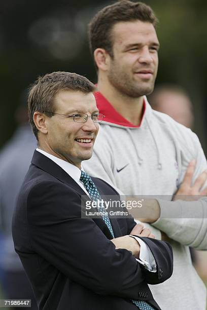 Rob Andrew chats with Joe Worsley of England during a training session at Loughborough University on September 25 2006 in Loughborough England