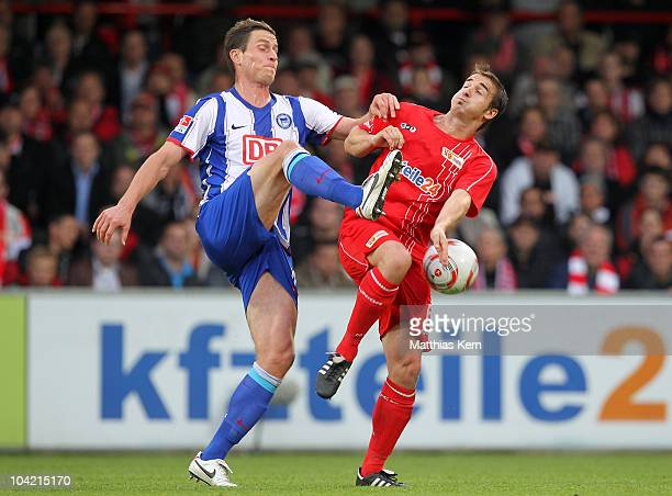 Rob Friend of Hertha battles for the ball with Bernd Rauw of Union during the Second Bundesliga match between 1FC Union Berlin and Hertha BSC Berlin...