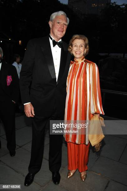 Rob Garrett and Jacquie Garrett attend the Wildlife Conservation Society's Central Park Zoo '09 Gala at the Central Park Zoo on June 10 2009 in New...