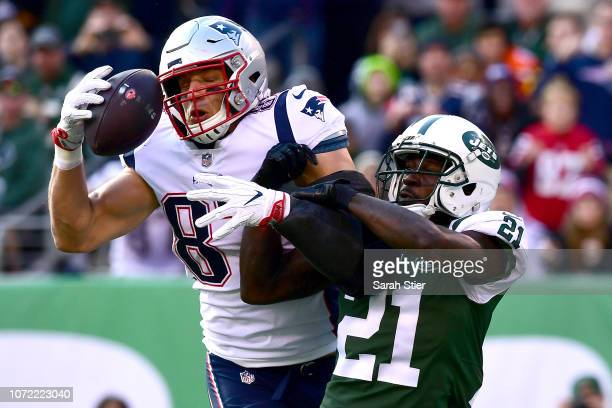 Rob Gronkowski of the New England Patriots catches a first quarter touchdown pass against Morris Claiborne of the New York Jets at MetLife Stadium on...