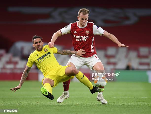 Rob Holding of Arsenal challenges Paco Alcacer of Villarreal during the UEFA Europa League Semi-final Second Leg match between Arsenal and Villareal...