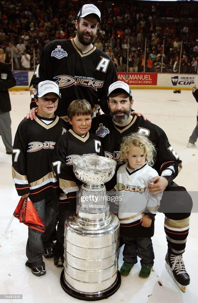 e6d567dbe3c Rob Niedermayer of the Anaheim Ducks and brother Scott Niedermayer ...
