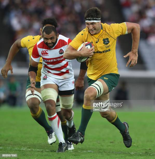 Rob Simmons of Australia breaks clear to score a try during the rugby union international match between Japan and Australia Wallabies at Nissan...