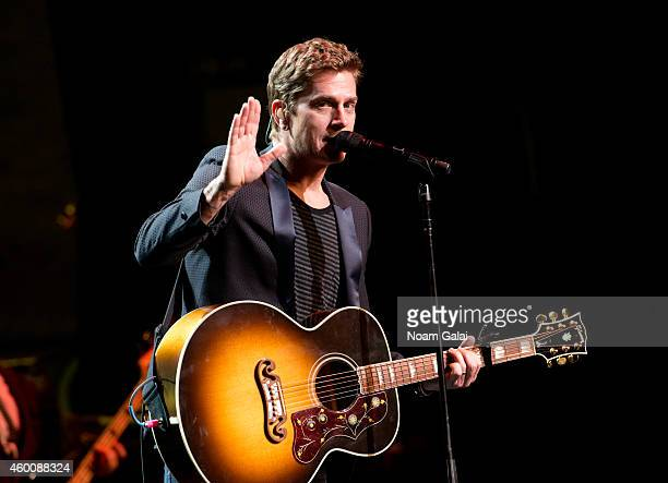 "Rob Thomas performs during the 4th Annual ""Home For The Holidays"" Benefit Concert at Beacon Theatre on December 6, 2014 in New York City."
