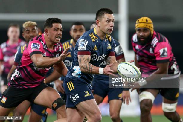 Rob Thompson of the Highlanders looks to pass the ball during the round 1 Super Rugby Aotearoa match between the Highlanders and Chiefs at Forsyth...