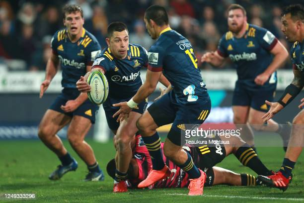 Rob Thompson of the Highlanders passes during the round 1 Super Rugby Aotearoa match between the Highlanders and Chiefs at Forsyth Barr Stadium on...
