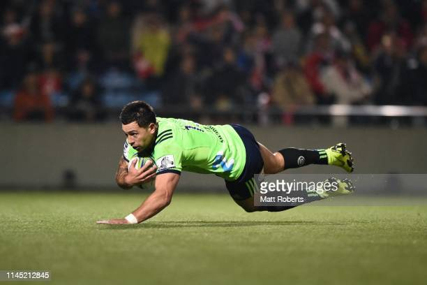 Rob Thompson of the Highlanders runs with the ball during the round 11 Super Rugby match between Sunwolves and Highlanders at the Prince Chichibu...