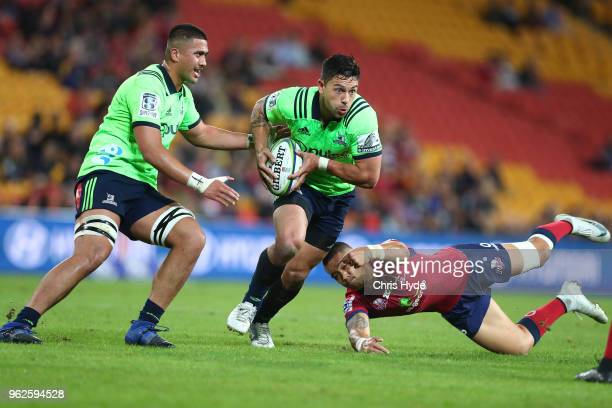 Rob Thompsonof the Highlanders makes a break during the round 15 Super Rugby match between the Reds and the Highlanders at Suncorp Stadium on May 26...