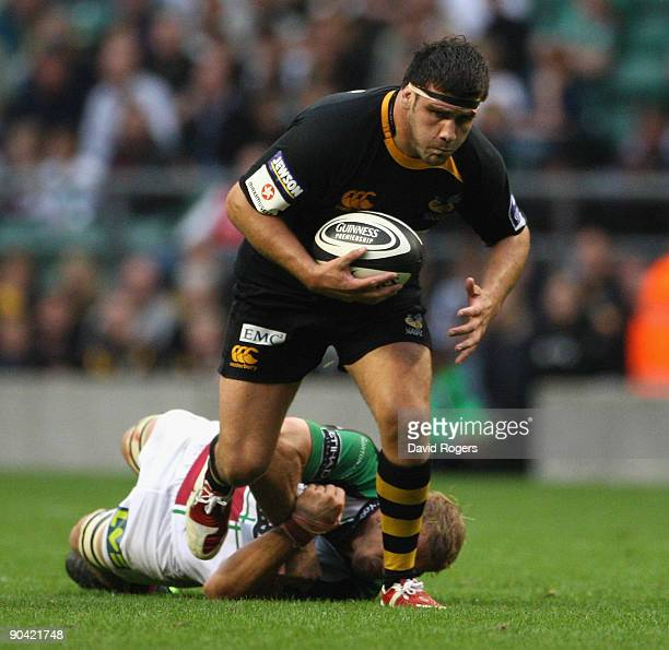Rob Webber of Wasps is held by Chris Robshaw during the Guinness Premiership match between London Wasps and Harlequins at Twickenham Stadium on...