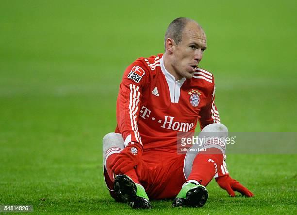 Robben, Arjen - Football, Midfielder, FC Bayern Muenchen, The Netherlands - sitting on the pitch