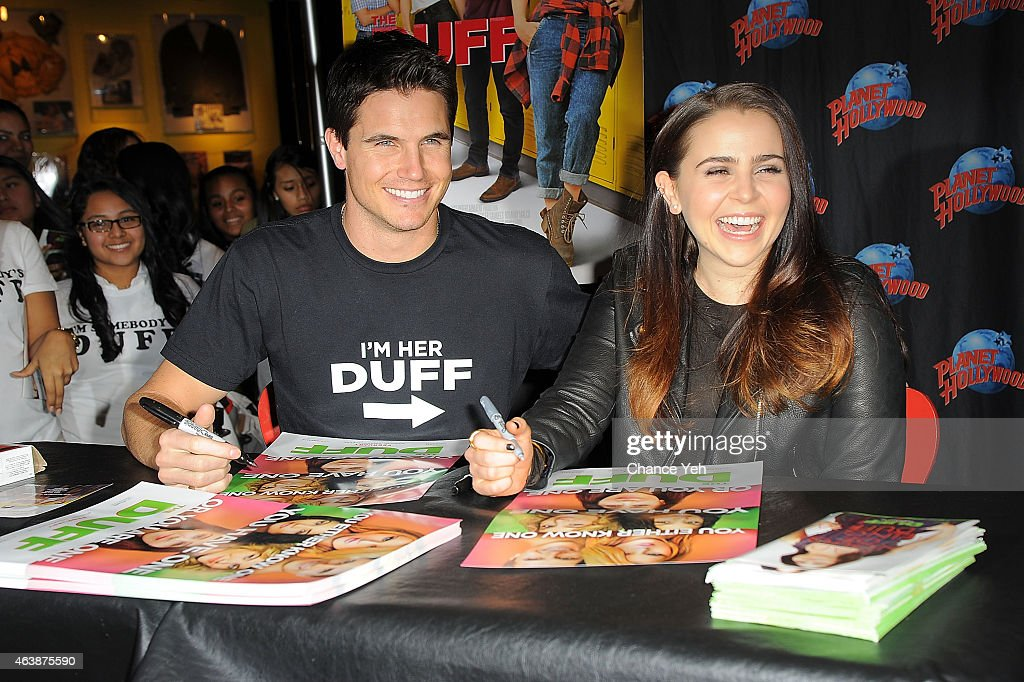 """The Cast Of """"The Duff"""" Visit Planet Hollywood Times Square : News Photo"""