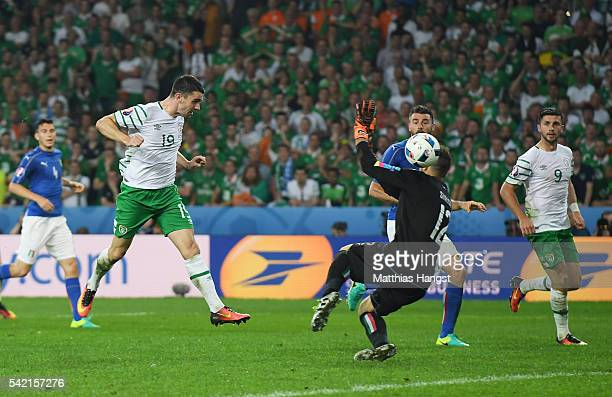 Robbie Brady of Republic of Ireland heads the ball to score the opening goal past Salvatore Sirigu of Italy during the UEFA EURO 2016 Group E match...