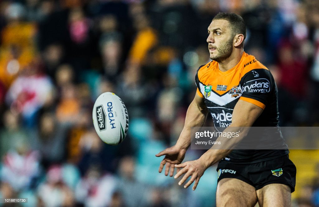 Robbie Farah of the Tigers passes the ball during the round 23 NRL match between the Wests Tigers and the St George Illawarra Dragons at Leichhardt Oval on August 18, 2018 in Sydney, Australia.