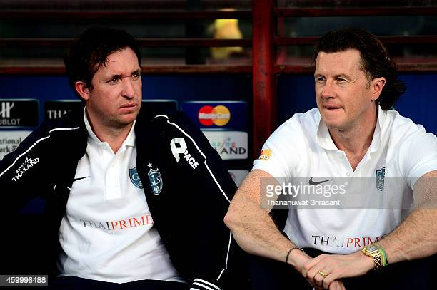 Robbie Fowler and Steve McManaman poses during the Global Legends Series match at the SCG Stadium on December 5 2014 in Bangkok Thailand