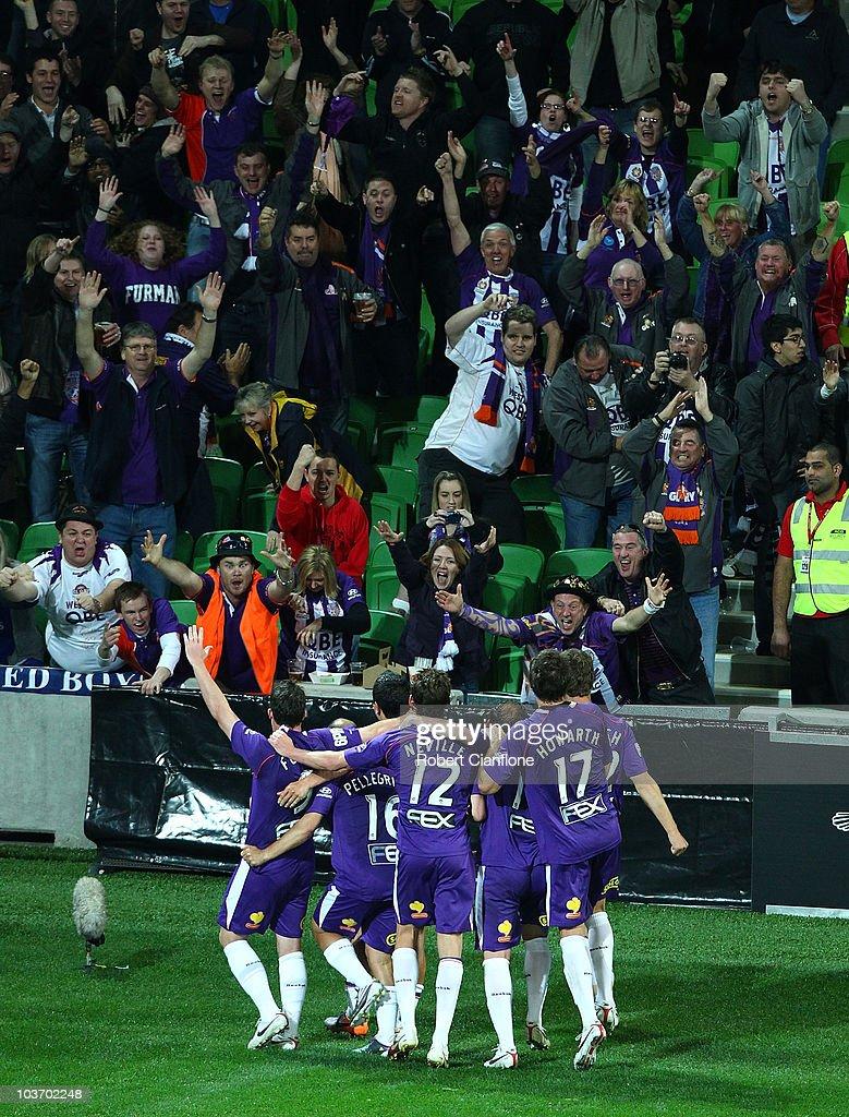 A-League Rd 4 - Heart v Glory