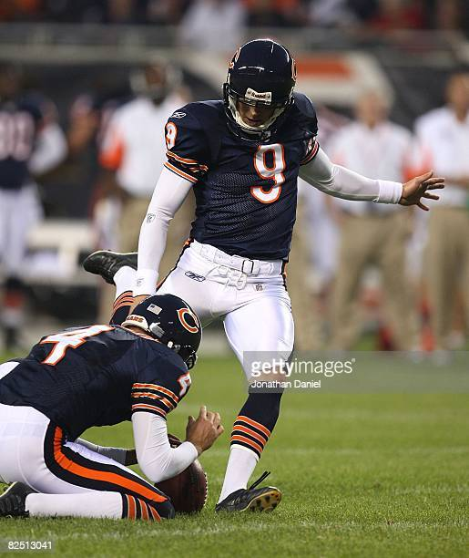 Robbie Gould of the Chicago Bears kicks a field goal out of the hold of Brad Maynard against the San Francisco 49ers on August 21 2008 at Soldier...