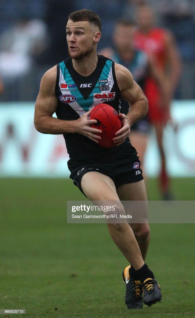 AFL Rd 9 - Gold Coast v Port Adelaide : News Photo