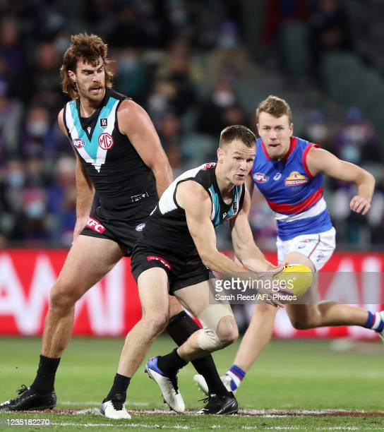 Robbie Gray of the Power in action with Scott Lycett of the Power and Jack Macrae of the Bulldogs in the background during the 2021 AFL Second...