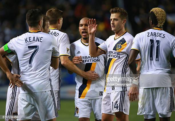 Robbie Keane Mike Magee Steven Gerrard Nigel de Jong Robbie Rogers andGyasi Zerdes of Los Angeles Galaxy celebrate after Keane scored on a penalty...