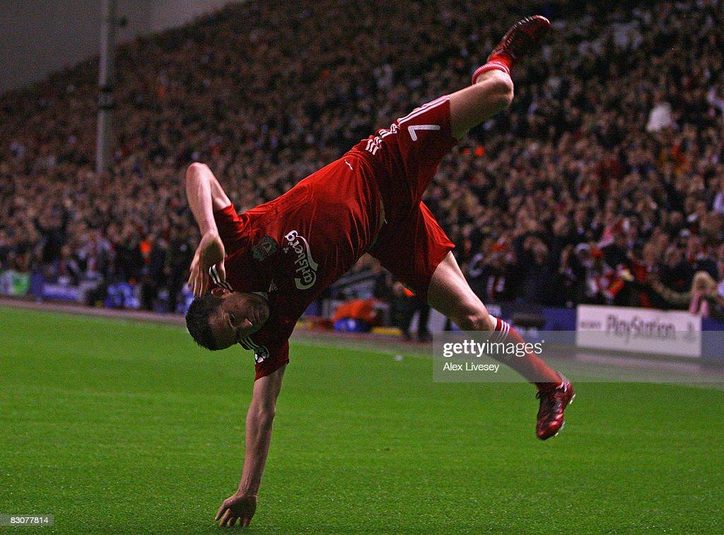 Liverpool v PSV Eindhoven - UEFA Champions League : ニュース写真