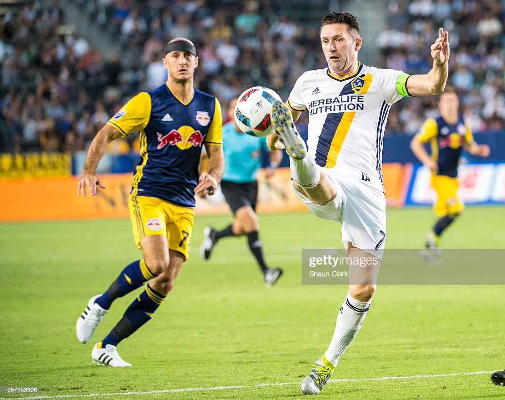 Robbie Keane #7 of Los Angeles Galaxy brings the ball down during Los Angeles Galaxy's MLS match against the New York Red Bulls at the StubHub Center on August 7, 2016 in Carson, California. The match ended 2-2