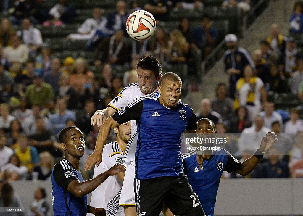 San Jose Earthquakes v Los Angeles Galaxy : News Photo