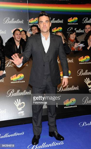 """Robbie Williams arrives at the """"40 Principales"""" Awards at the Palacio de Deportes on December 11, 2009 in Madrid, Spain."""