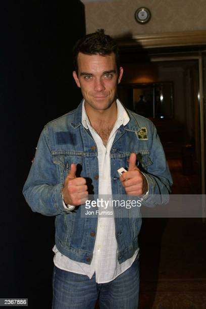 Robbie Williams at the Capital Radio Awards held at the Royal Lancaster Hotel in London, England on 4/11/2001 Photo by Jon Furniss/Mission...