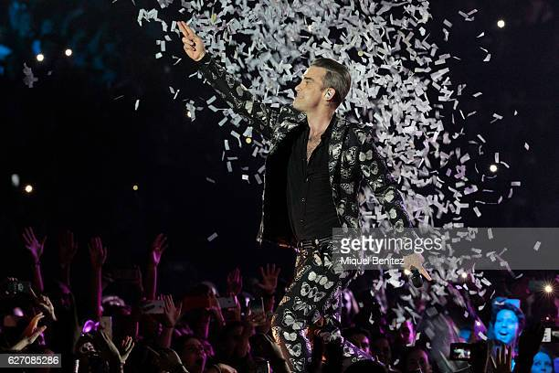 Robbie Williams performs on stage during the Los 40 Music Awards 2016at Palau Sant Jordi on December 1 2016 in Barcelona Spain