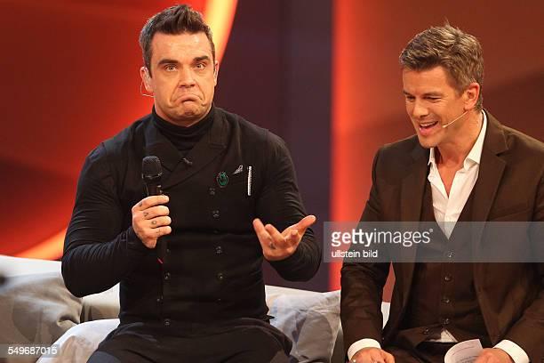 Robbie Williams und Markus Lanz der britische Musiker und der Moderator bei der TVShow Wetten Dass