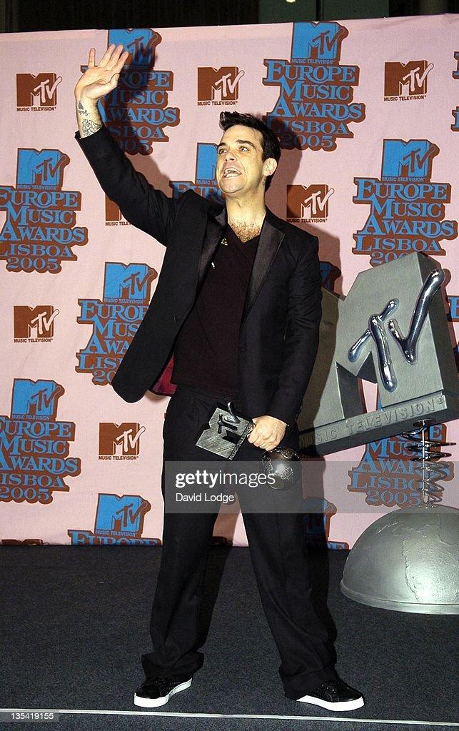 Robbie Williams, winner of Best Male during 2005 MTV European Music Awards Lisbon - Press Room at Atlantic Pavillion in Lisbon, Portugal.