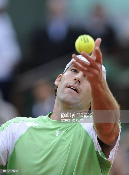 US Robby Ginepri serves during his men's fourth round match against Serbia's Novak Djokovic in the French Open tennis championship at the Roland...