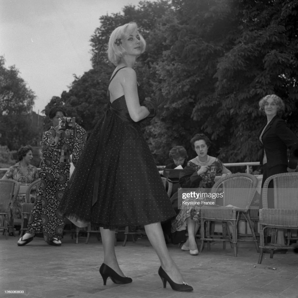 Robe De Cocktail En Tulle Noir A Petits Pois Blancs Le Large News Photo Getty Images