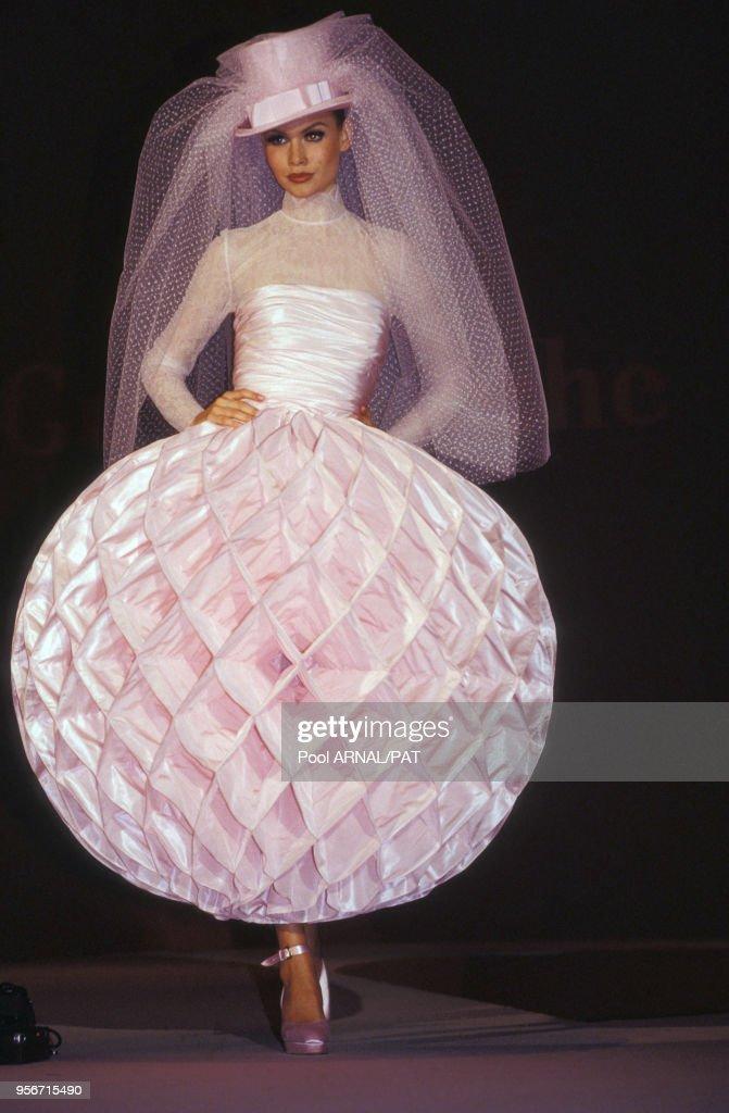 Robe De Mariee Du Defile Guy Laroche Haute Couture Automne Hiver News Photo Getty Images