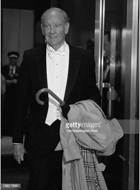 Robert A. Reeder TWP Capitol Hilton Hotel BRIEF DESCRIPTION: Arrivals to the Gridiron Dinner Former senator and presidential contender George...