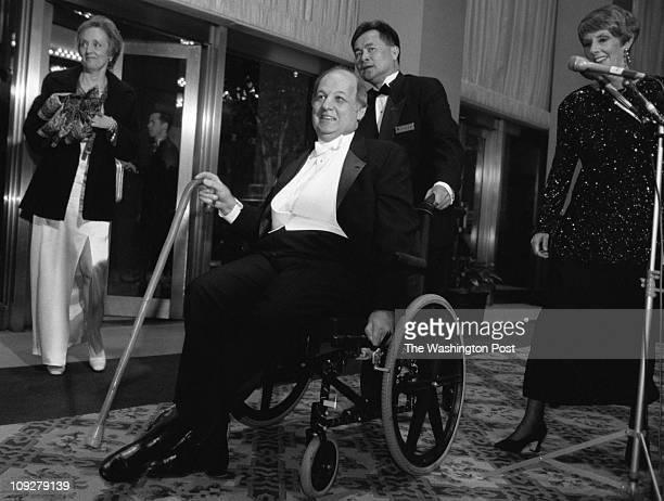 Robert A Reeder TWP Capitol Hilton Hotel BRIEF DESCRIPTION Arrivals to the Gridiron Dinner Former Reagan press secretary Jim Brady enters