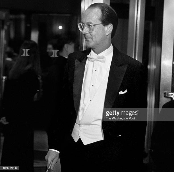 Robert A Reeder TWP Capitol Hilton Hotel BRIEF DESCRIPTION Arrivals to the Gridiron Dinner White House Chief of Staff Erskine Bowles nearly slipped...
