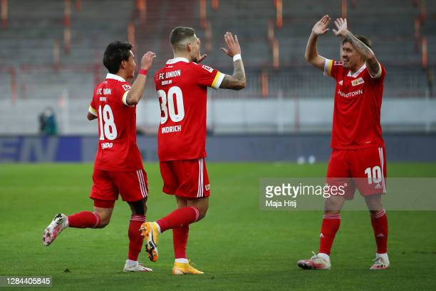 Robert Andrich of 1 FC Union Berlin celebrates with teammates after scoring his team's second goal during the Bundesliga match between 1 FC Union...