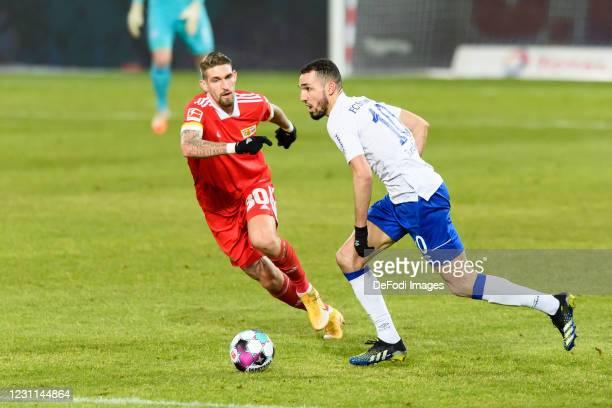 Robert Andrich of 1.FC Union Berlin and Nabil Bentaleb of FC Schalke 04 battle for the ball during the Bundesliga match between 1. FC Union Berlin...