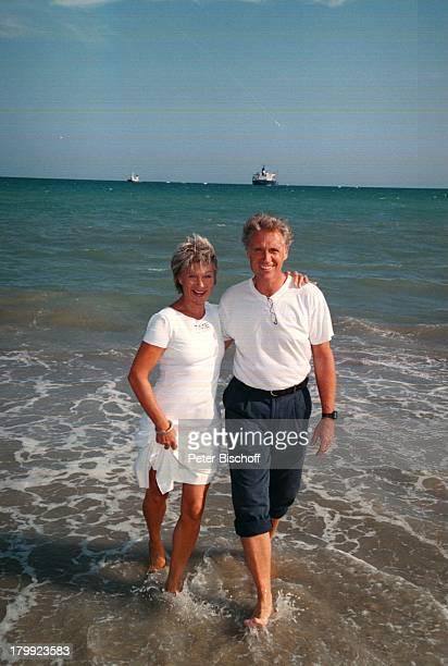Robert Atzorn Ehefrau Angelika HartungDer KapitänFolge Verlorene LiebesmühZDFReihe Dreh Genua/Italien Urlaub