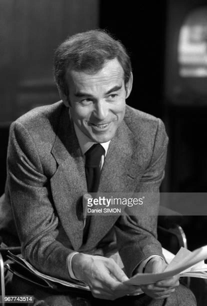Robert Badinter à l'émission des 'Dossiers de l'Ecran' le 15 février 1977 à Paris France