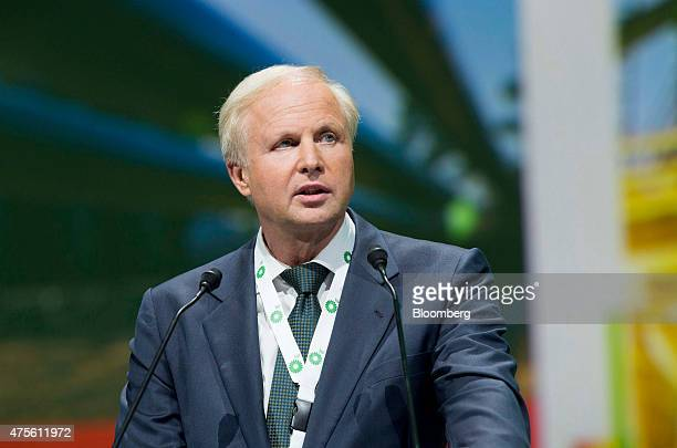 Robert 'Bob' Dudley chief executive officer of BP Plc speaks during the World Gas Conference in Paris France on Tuesday June 2 2015 Oil companies...