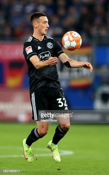 Robert Bozenik of Fortuna Düsseldorf controls the ball during the Second Bundesliga match between Hamburger SV and Fortuna Düsseldorf at...