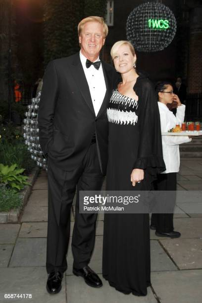 Robert Bradley and Linda Ramsden attend the Wildlife Conservation Society's Central Park Zoo '09 Gala at the Central Park Zoo on June 10 2009 in New...