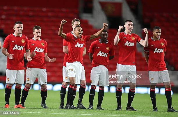 Robert Brady Marnick Vermijl Jesse Lingard Larnell Cole Michael Keane and Ezekiel Fryers of Manchester United Reserves celebrate during the penalty...